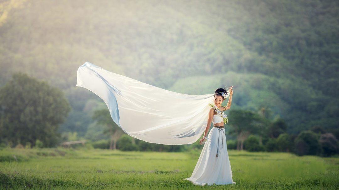 b56480d7c675 Jak wybrać idealną suknię ślubną. Jaki jest koszt sukni ślubnej. I  odpowiedź na najczęstsze pytanie