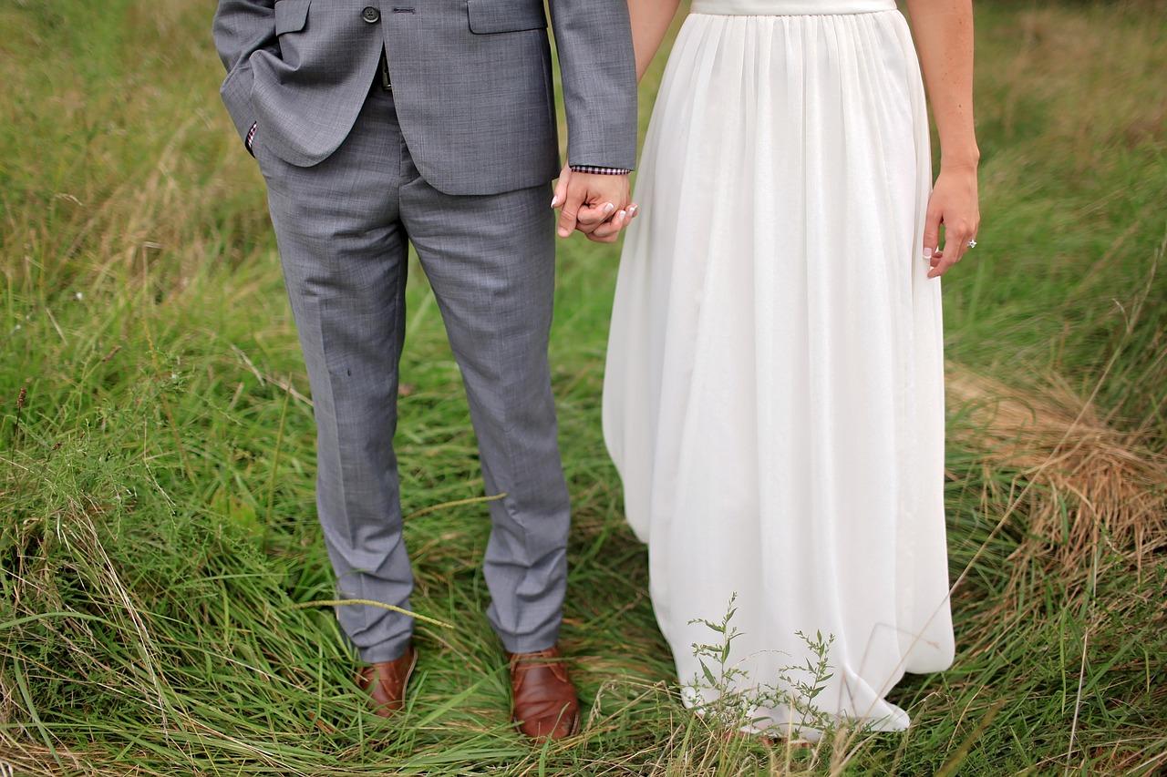 52a97f692480 Jak wybrać idealną suknię ślubną. Jaki jest koszt sukni ślubnej. I ...